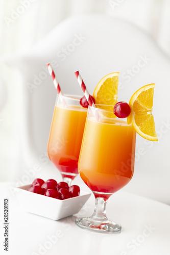 Foto op Aluminium Cocktail Cold tequila sunrise cocktails