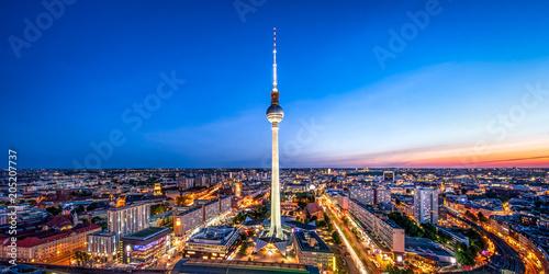 Poster Berlijn Berlin Skyline mit Fernsehturm bei Nacht