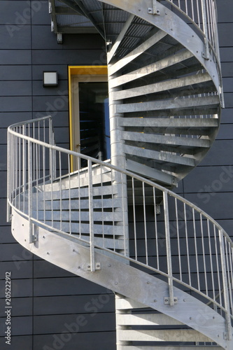 Deurstickers Trappen External Staircase, Wendeltreppe aus Stahl, Fluchtweg