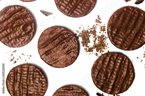 Photo Round chocolate biscuits on white background