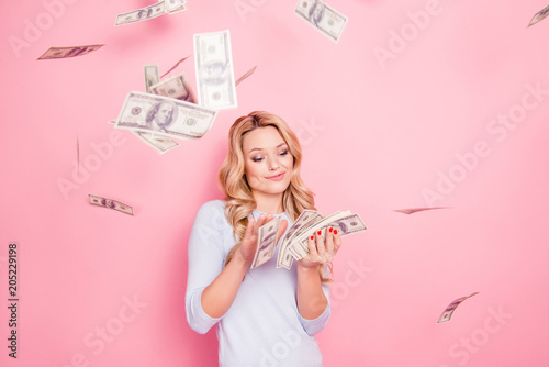 Fotografía  Portrait of carefree girlfriend, student wasting stack of much money, winner in
