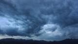 Zachmurzone niebo nad Tatrami. Polska