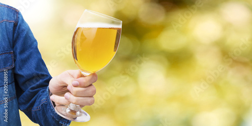 Foto op Canvas Bier / Cider hand with beer glass and abstract background