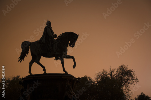 Bismarck monument in Schwerin at night Fotobehang