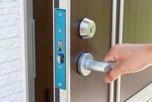 玄関 ドア開閉 キーロック・アンロック