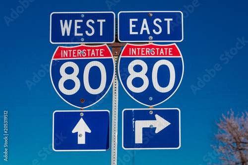 Fotomural  NEBRASKA - Interstate 80 East and West sign points to entrance to Interstate on
