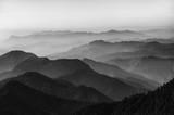Dolina i góry w czerni i bieli - 205327363