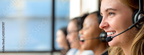 Woman customer service agents working in call center Fototapet