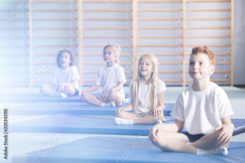 Fotobehang Zeilen Amazed children in yoga classes
