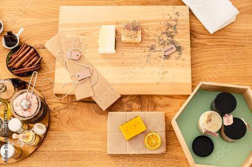Photo Top view of wooden worktable
