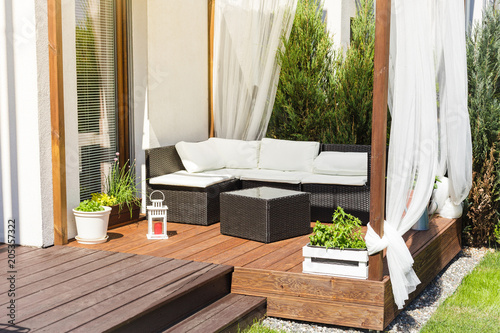 Foto Chillout lounge on wooden terrace