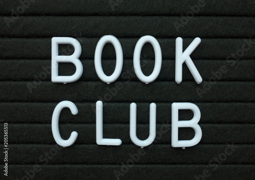 Photo The words Book Club in white plastic letters on a black letter board as a remind
