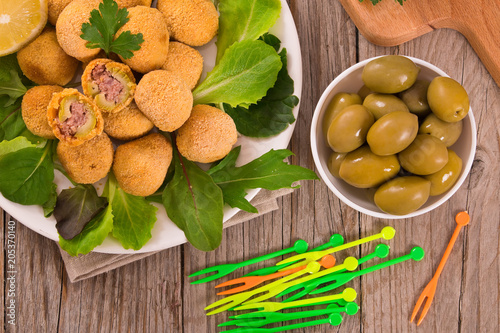In de dag Buffet, Bar Ascoli stuffed olives.