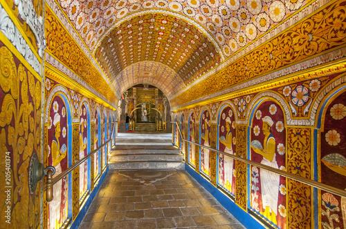 Fototapeta Temple of the Tooth Relic, famous temple housing tooth relic of the Buddha, UNESCO World Heritage Site, Kandy, Sri Lanka, Asia
