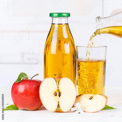 Papiers peints Apfelsaft einschenken eingießen eingiessen Apfel Saft Flasche Äpfel Fruchtsaft Quadrat