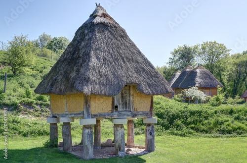 Deurstickers Historisch geb. village et habitats préhistoriques
