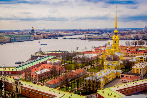 In de dag Historisch geb. Beautiful above view of Peter and Paul Fortress, surrounding of different buildings in the city of Saint-Petersburg, during a gorgeous sunny day