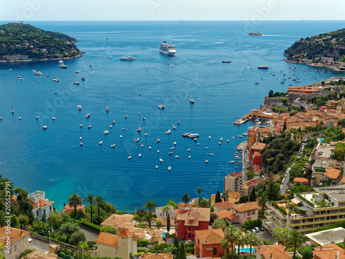 Платно Overlook of Villefranche-sur-Mer on the Cote d'Azur in the south of France