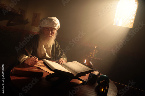 Photo  Historical Scene While An Islamic Scientist is Reading