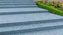 Moderne Außentreppe Mit Besch...
