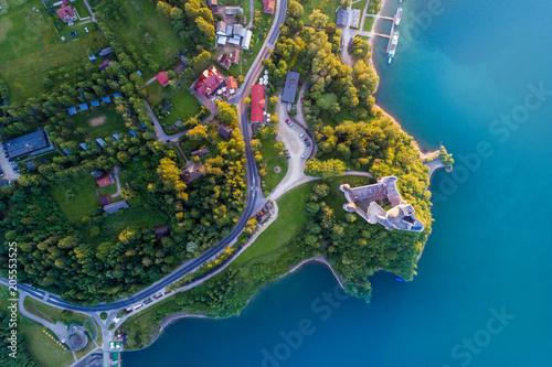 sredniowieczny-zamek-w-niedzicy-nad-jeziorem-czorsztyn-polska