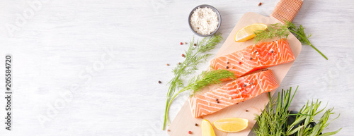 Foto Fresh organic salmon ready for cooking