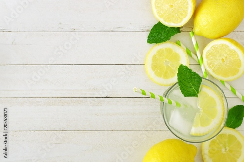 Valokuvatapetti Sweet summer lemonade