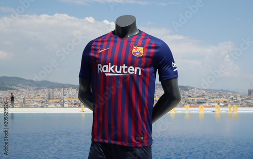 premium selection 35cbe 14ad3 FC Barcelona unveil the new jersey for the season 2018-2019 ...