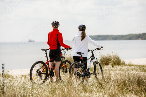 Fotografia Healthy lifestyle - people riding bicycles