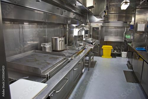 Fotografija a large galley kitchen