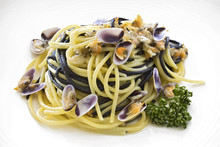 Spaghetti Pasta With Wedge Clams