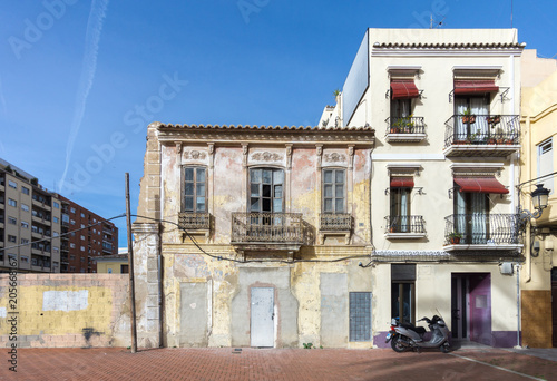 facade of small old house in a traditional neighborhood of Valencia Spain Billede på lærred