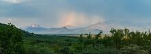 Regenbogen über Dem Waterberg Gebirge In Südafrika