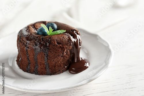 Plate of delicious fresh fondant with hot chocolate and blueberries on table Fototapet