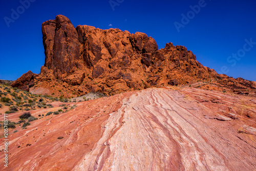 Papiers peints Corail Desert Red Sandstone Hills