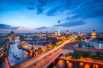 Fototapeta Berlin Berlin Mitte Skyline bei Nacht mit Fernsehturm und Blick über die Spree