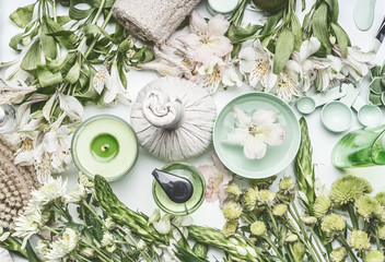 Panel Szklany Podświetlane Do Spa Green herbal spa setting with water bowl, flowers, candle, massage balls, cosmetic products, herbs and flowers, top view. Beauty, healthy lifestyle and wellness concept