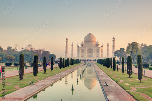 Fotobehang Asia land Taj Mahal at the sunrise, Arga, India