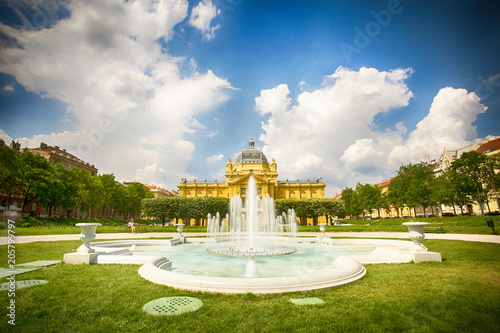 Photo King Tomislav park in Zagreb - fountain and art pavillion