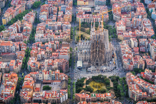Foto auf Acrylglas Barcelona Barcelona aerial view, Eixample residencial district and Sagrada familia, Spain. Late afternoon light