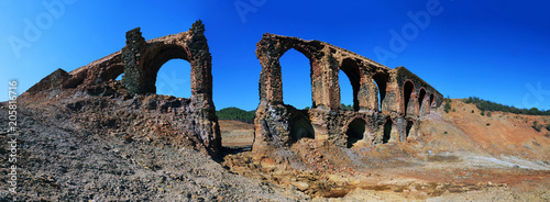 Foto op Aluminium Rudnes Ruins of a very old aqueduct in the so-called route of the mills, a great place for hiking in the province of Huelva, Spain