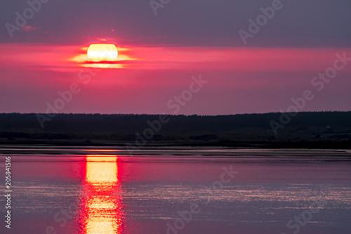 Foto op Plexiglas Crimson Dramatic sunset over Anglesey in Wales seen from Caernarfon - United Kingdom