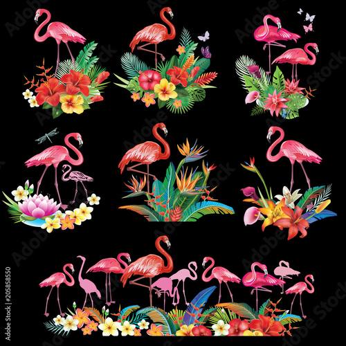 Aranżacja z tropikalnych kwiatów i flamingów