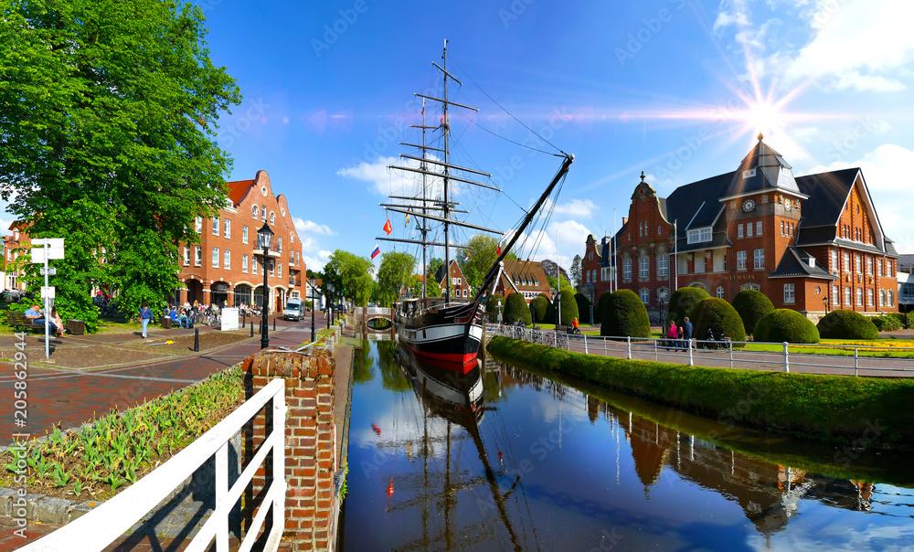 Fototapety, obrazy: Papenburg, Klein-Venedig des Nordens