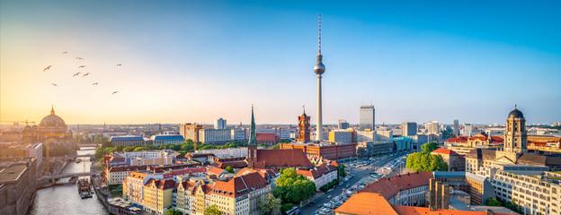 FototapetaBerlin Skyline mit Nikolaiviertel, Berliner Dom und Fernsehturm