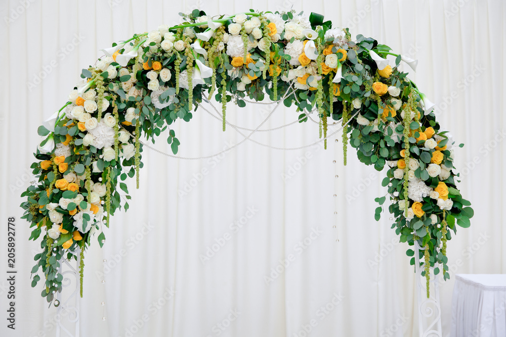 Fototapety, obrazy: arch of white and yellow flowers