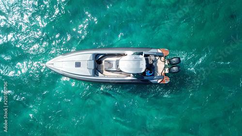 Fototapeta Aerial photo of luxury speed boat docked in tropical island with emerald crystal clear waters obraz na płótnie