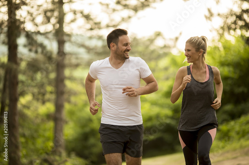 Fotografia  Couple jogging outdoors in nature