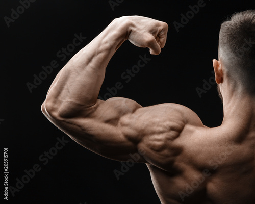 Canvastavla  Bodybuilder in good shape against a dark background
