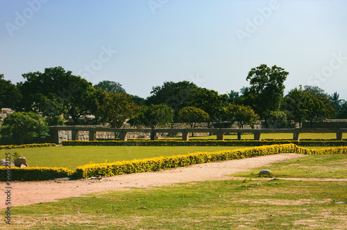Foto op Plexiglas Rudnes View of ancient ruins from the platform of Mahanavami Dibba in Hampi, Karnataka, India.